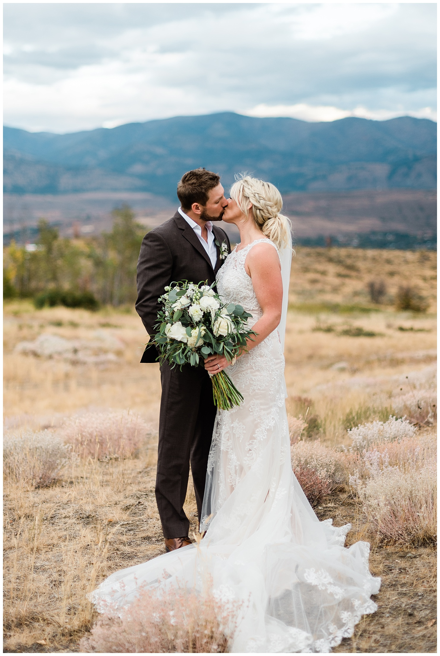 Sun Mountain Lodge Wedding by Forthright Photo, Adventure and Outdoor Wedding Photographers