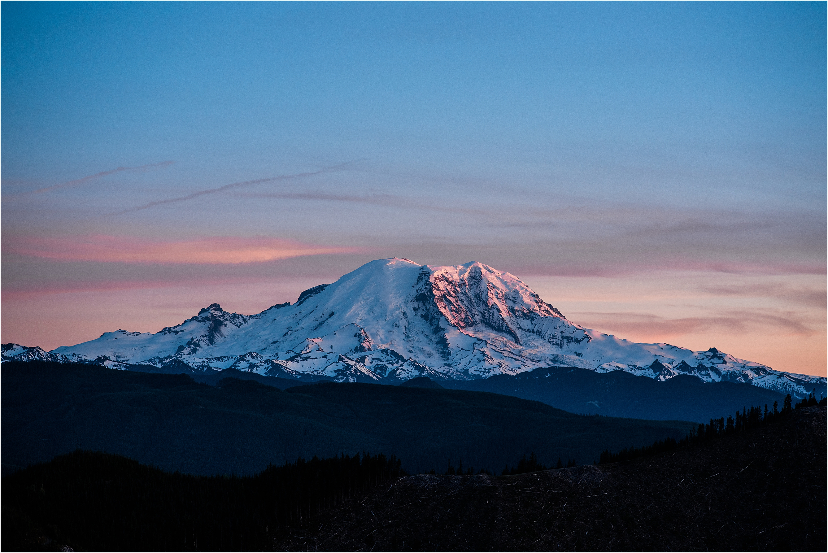 Mt Rainier at sunset. Image by Forthright Photo, Seattle Wedding Photographers.