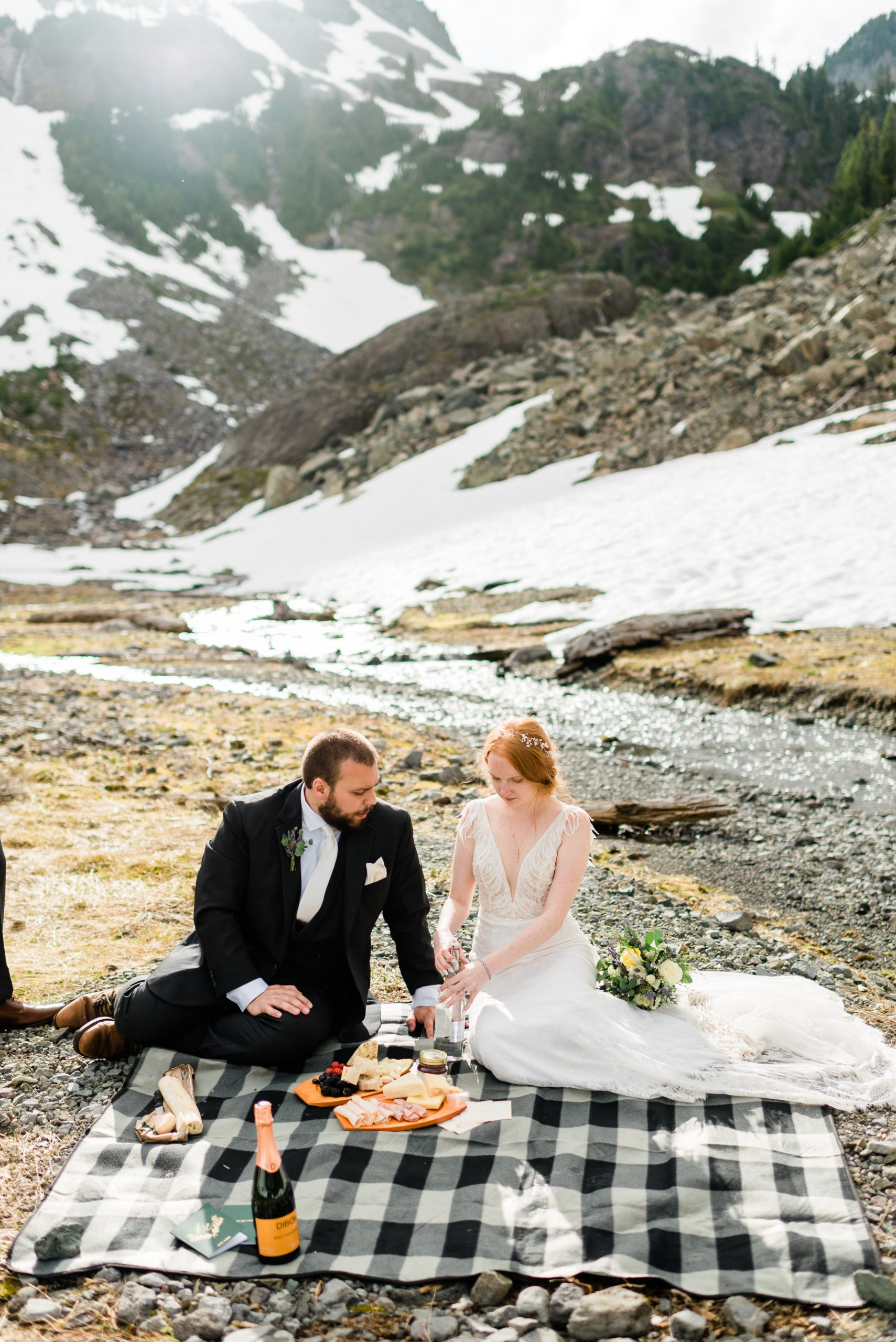 Picnic in the mountains. Elopement day activities.